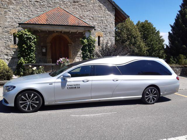 Nouveau corbillard Mercedes hybride